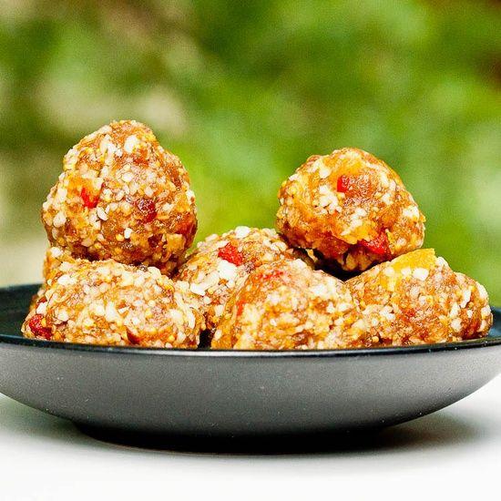 Make Larabars at Home: 7 Homemade High Protein Granola Bar Recipes!