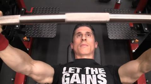unshrug shoulders in bench press