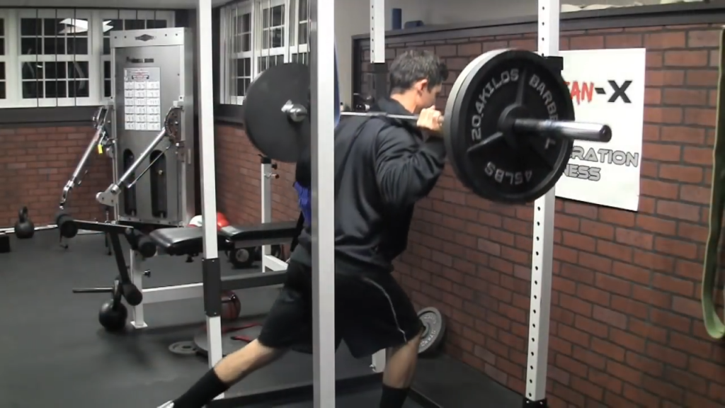 reverse lunge is a safe leg exercise for bad knees