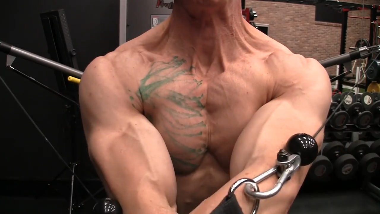 complete contraction of the chest muscles in the horizontal cable crossover