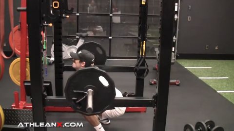 pause squats with proper form using full range of motion on squat